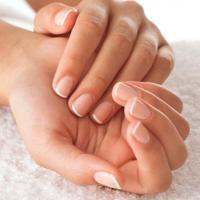Ne cherchez pas une manucure. Vous voulez de beaux ongles bien blancs ? Pour bien blanchir les ongles et les renforcer, l'ingrédient miracle est le citron. Découvrez l'astuce ici : http://www.comment-economiser.fr/beaux-ongles-blancs-naturels.html