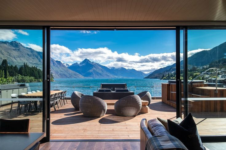 Wow, take a look at this. Eichardt's Private Hotel in Queenstown has just revealed its incredible new penthouse suite. At $10,000 a night, it doesn't come cheap… but just LOOK at it! http://www.slh.com/hotels/eichardts-private-hotel/