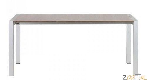 Zooff Design Texas Uitschuifbare Tafel walnoot - De Zooff Design Texas Uitschuifbare Tafel is een uitschuifbare design tafel met een fineer notenhouten blad en een geborsteld aluminium frame. De Texas design tafel is eenvoudig en snel uit en in elkaar te schuiven voor het gewenste formaat. De twee verlengstukken (2x een verlengstuk van 45 cm) schuiven netjes onder het tafelblad waardoor het niet op zal vallen dat de tafel uitschuifbaar is.De Zooff Design Texas Uitschuifbare Tafel is optimaal…