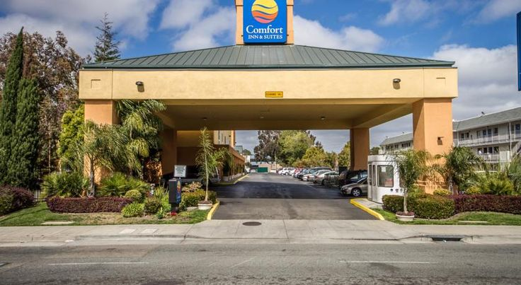 Comfort Inn & Suites Oakland Airport Oakland Conveniently located 4.8 km from Oakland International Airport, Comfort Inn & Suites Oakland Airport hotel provides free airport transportation. Guests can relax in the hot tub and sauna. A free daily hot breakfast is provided to guests.