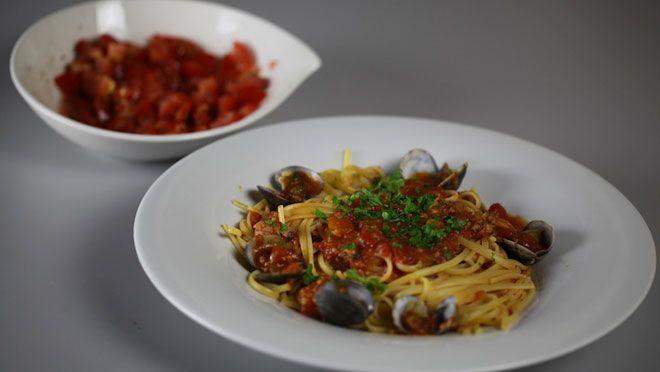 Spaghetti con le vongole al sugo - recept | 24Kitchen