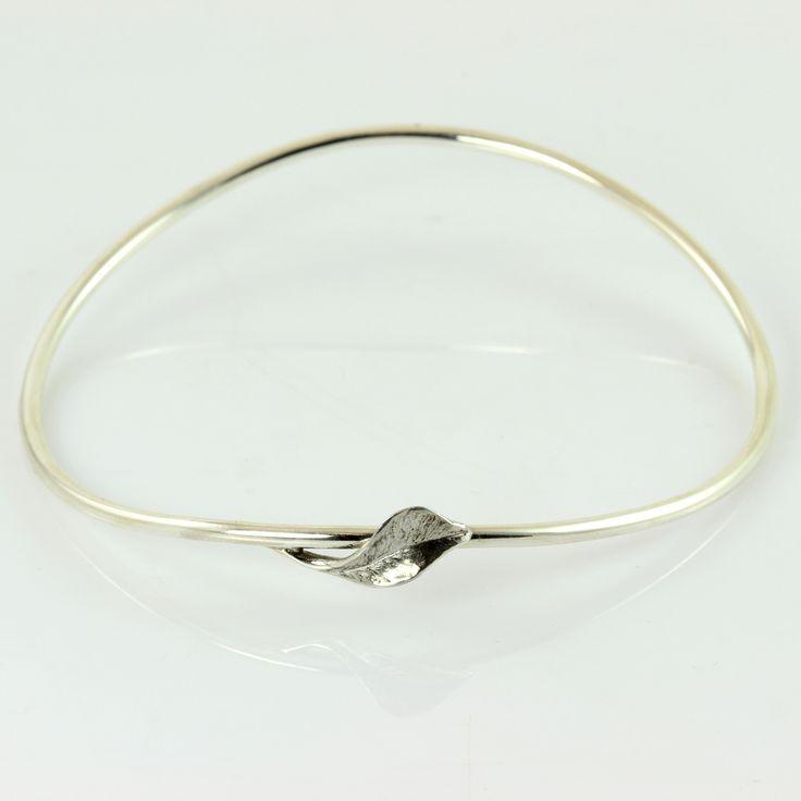 Galleri Castens - Armånd af sølv med blad