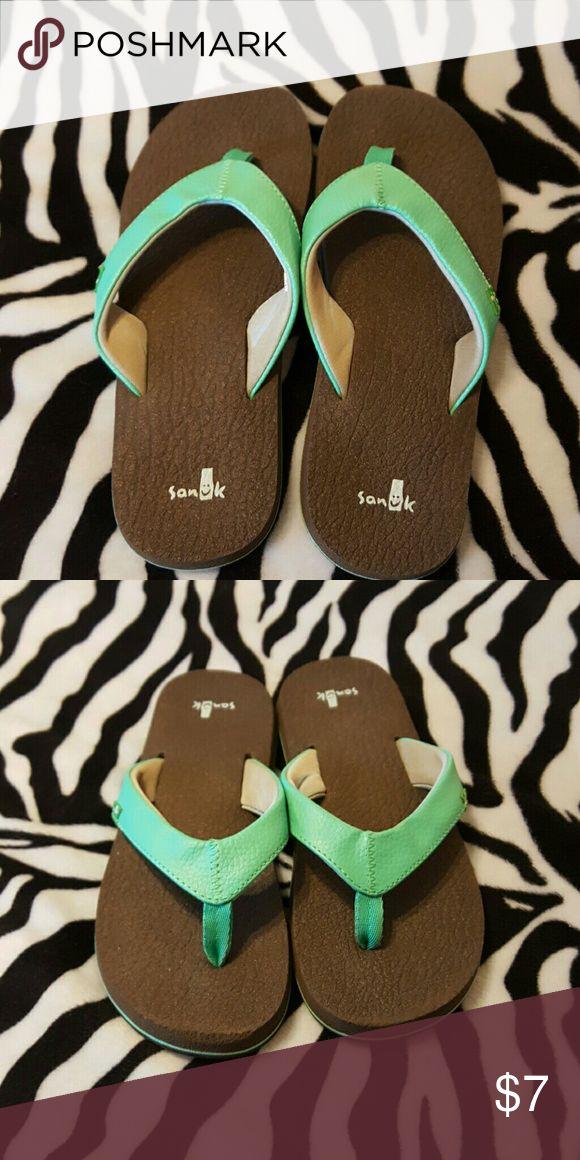 Girls Sanuk flip flops Girls Sanuk flip flops size 3-4, preloved! Super comfy! Has a lot of life left in them Sanuk Shoes Sandals & Flip Flops
