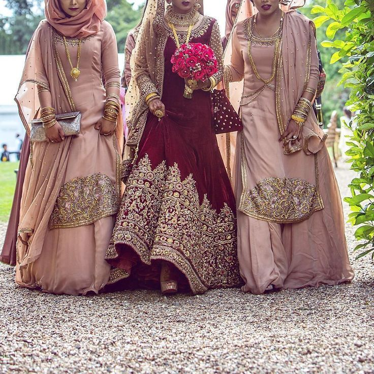 Eastern fashion is simply stunning. This would appear to be for a wedding however we can admire the details; embroidery, accessorising, colour combining.