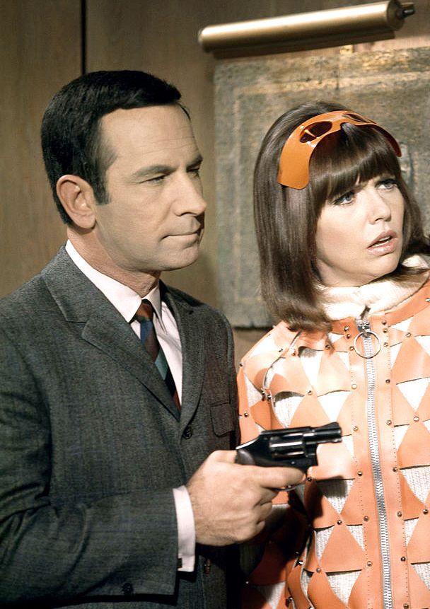 Don Adams and Barbara Feldon in Get Smart, season 3, Episode 21 'Operation Ridiculous', 1968. Via http://hollywoodlady.tumblr.com/