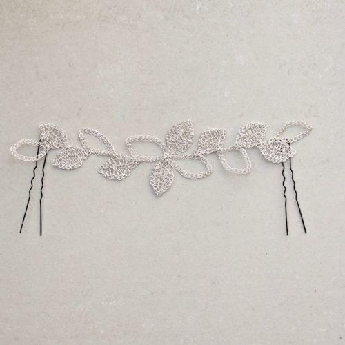 Delicada diadema de hojas de plata.Tocado de novia o invitada hecha a mano con hilo de plata. Ideal para llevar en con pelo suelto o semirecogidos.