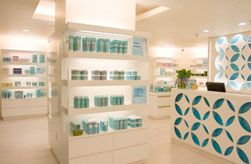 BLISS SPA AT THE W FORT LAUDERDALE: Bliss Signature Rapid Rub Massage TM / 30 minutes AND Oxygen BlastTM Mini Facial  AND Hot Paraffin Pack treatment.