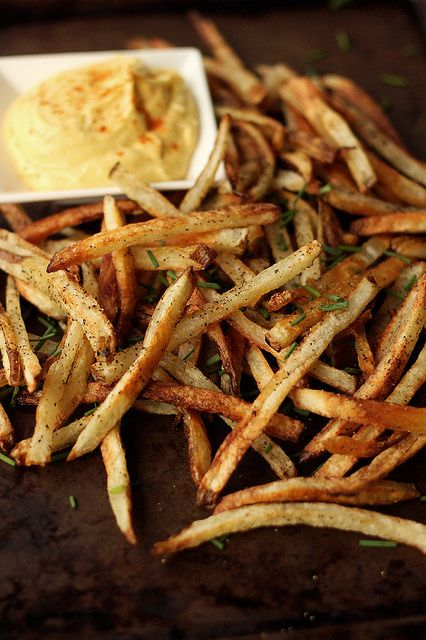 How-to Make Perfect French Fries with Spicy Garlic Aioli Dipping Sauce