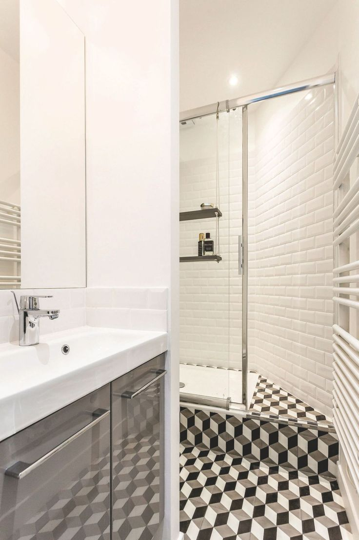 les 25 meilleures id es de la cat gorie salle de bains troite sur pinterest petite salle de. Black Bedroom Furniture Sets. Home Design Ideas
