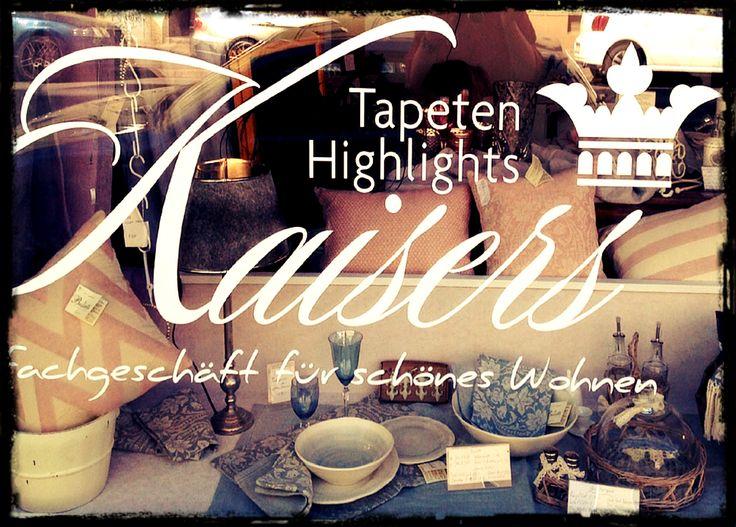 Ein Fachgeschäft für schönes Wohnen wie Kaisers Tapeten Highlights von Carola Kaiser hat natürlich auch ein schönes Schaufenster. #Einzelhandel