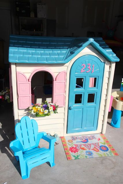 Little Tikes Playhouse Makeover for Gabby.  She's going to have so much fun playing with this thing!