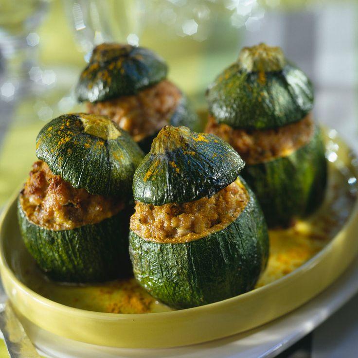 Découvrez la recette Courgettes rondes farcies à la viande parfum curry sur cuisineactuelle.fr.