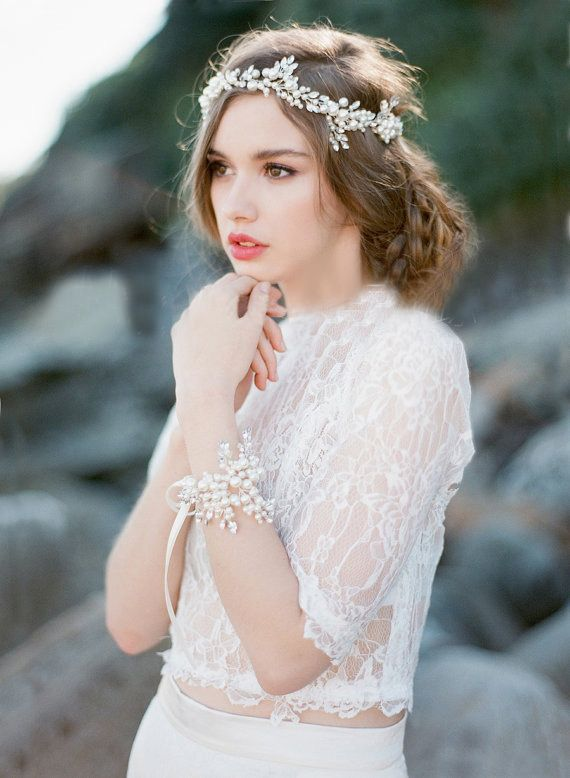 ヘアメイクに魔法をかけて♡花嫁さんにぴったりのカチューシャおすすめデザイン集*にて紹介している画像