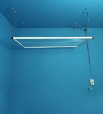 Etendoir plafond à manivelle
