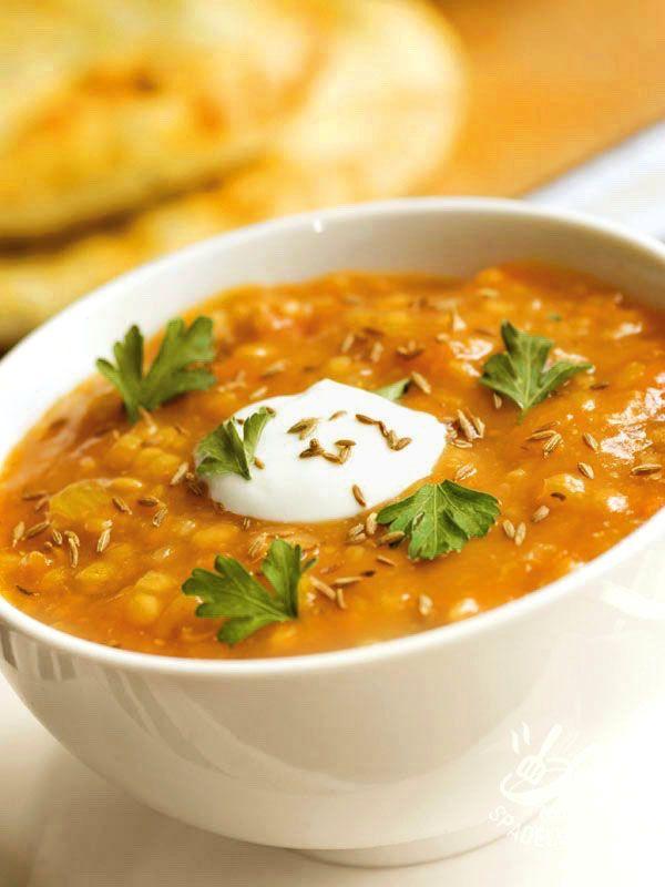 La Vellutata di carote e lenticchie è un piatto a base di pochi ingredienti genuini, ideale quando si ha voglia di una pietanza sana e molto nutriente