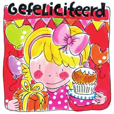 Een jarig meisje met cadeau en cupcake- Greetz