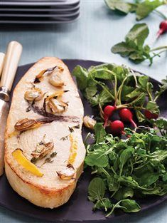 Beyaz şarap ve limon soslu kılıç balığı