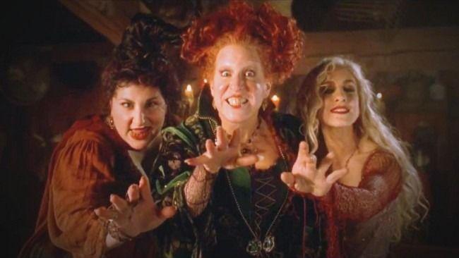 Hocus Pocus 2 En Preparation Sur Disney Films D Halloween Film De Sorciere Halloween Vintage