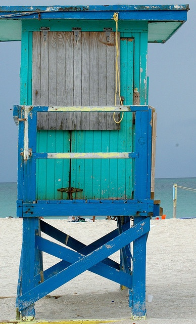 ahhh look at the hues of coastal beachy blue and the old vintage wood feel to this! Lifeguard House Miami Beach