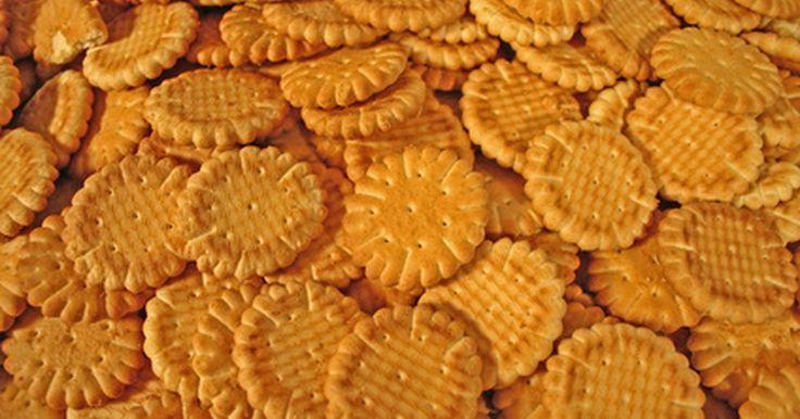 Como fazer biscoitos caseiros de manteiga. Se você adora biscoitos caseiros mas não gosta de receitas complicadas, tente fazer biscoitos de manteiga. Essa receita é simples e não demora muito. São biscoitos excelentes para se levar a uma festa.