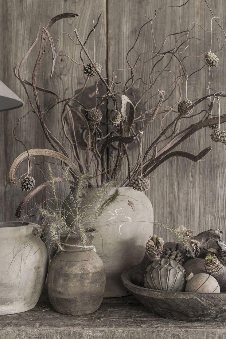 Oud houten potten en kruiken | Hoffz interieur www.twoonhuis.nl