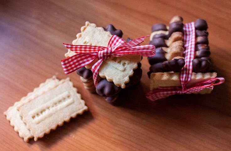 Winter Cookies! More recipes on: https://profumieparole.wordpress.com/ #foodblog #food #foodies #travel #travelblog #italianrecipes #recipes #foodphotography #foodpic #eating #biscuits #cookies #chocolate #sweets #tasty #foodaholic #profumieparole #foodblogger #cooking #biscotti #cioccolato