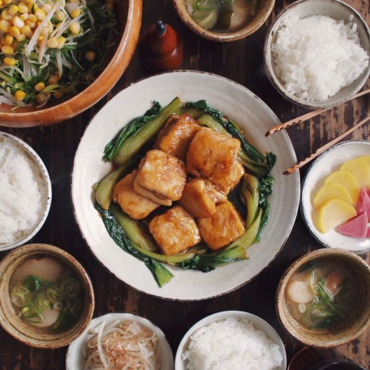 04.27 冷凍豆腐の角煮風、もやしのおひたし、サラダ、麩とねぎの味噌汁、ごはん、たくあん  #おうちごはん #晩ごはん #rocoごはん  #高山かづえ #高山かづえレシピ #オレンジページ #オレンジページ2016年6月2日号にレシピ載ってます  食べ盛り男子2人これうまい!!と(かづえさん @kazuetakayama 素敵レシピありがとうございます♡)豆腐は栄養豊富で家計にも優しいし助かります。