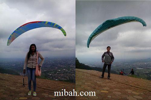 foto paralayang malang  http://www.mibah.com/2015/04/paralayang-batu-malang-wisata-gunung-banyak.html