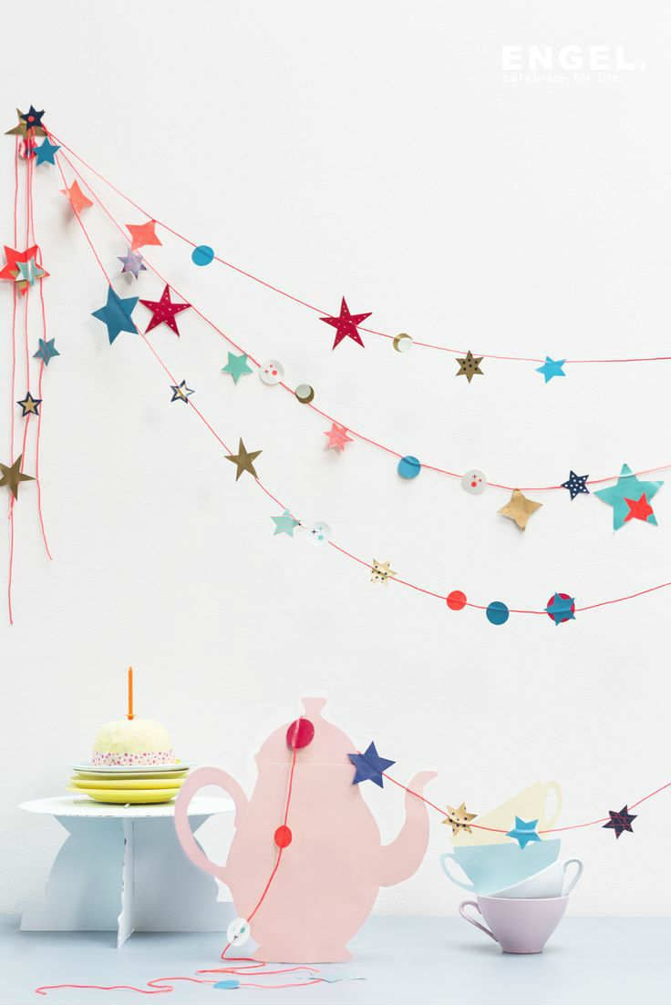 Instead of of Stars etc., do paper flowers of drink umbrellas  Slingers shining stars | - Tinyme Blog