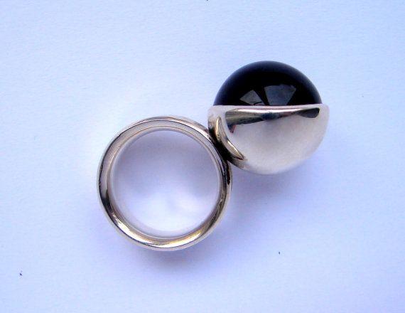 Black Star onix ring, by Orsolya Kecskés