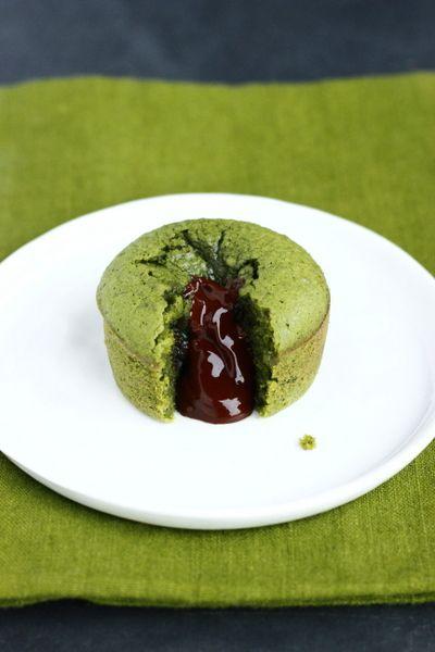 dessert au thé vert matcha et chocolat coulant