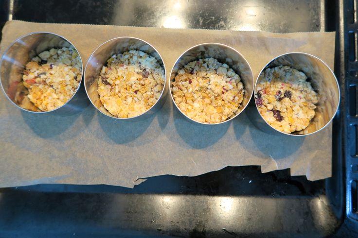 Der Boden für Bines Cheesecake ist bereits knusprig gebacken: der Verival Frucht Crunchy Mix