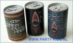 Het huis van Anubis geheime drank. Van kleine blikjes drinken. De wikkel print en knip je uit. En rol hem om het blikje en zet je met een klein plakbandje vast.