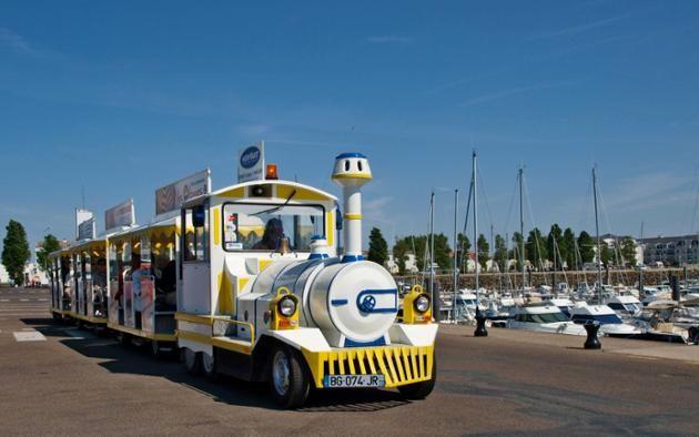 Le petit train touristique Sables -d'Olonnes plus d'infos: https://seaclick.com/activity/France/Les%20Sables-d'Olonne/balade-en-petit-train-aux-sables-dolonne/9610