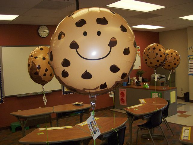 smart cookie balloons.  too adorable.Classroom Photos, Chocolate Chips, Classroom Decor, Chocolates Chips Cookies, Smart Cookies, Chocolate Chip Cookie, Cool Ideas, Cookies Balloons, Shopping Lists