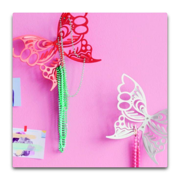 Deze leuke vlinder voor aan de muur  neemt muurmetstijl in de kleur wit mee op zaterdag 9 november naar de bonte wintermarkt!