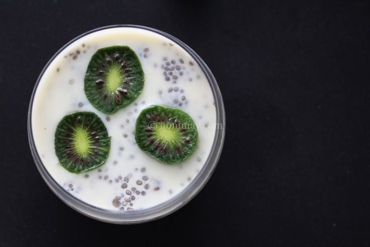 NEW FRUIT DISCOVERY NERGI KIWI BERRIES. Baby kiwis are the new fruit hype! Also tips for a healthy breakfast that is a gluten free + lactose free breakfast!