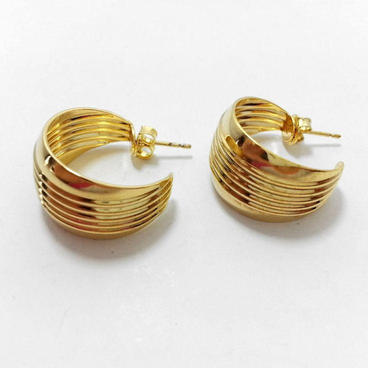 Nas jóias folheadas a ouro, SAARA BRASIL aplica três camadas de ouro sobre as peças, sendo duas de ouro 18K e a última de ouro 22K , garantindo assim a sua beleza e qualidade e alta durabilidade, propiciando um acabamento similar ao das jóias de ouro sólido.    As semi-jóias da SAARA BRASIL são a...