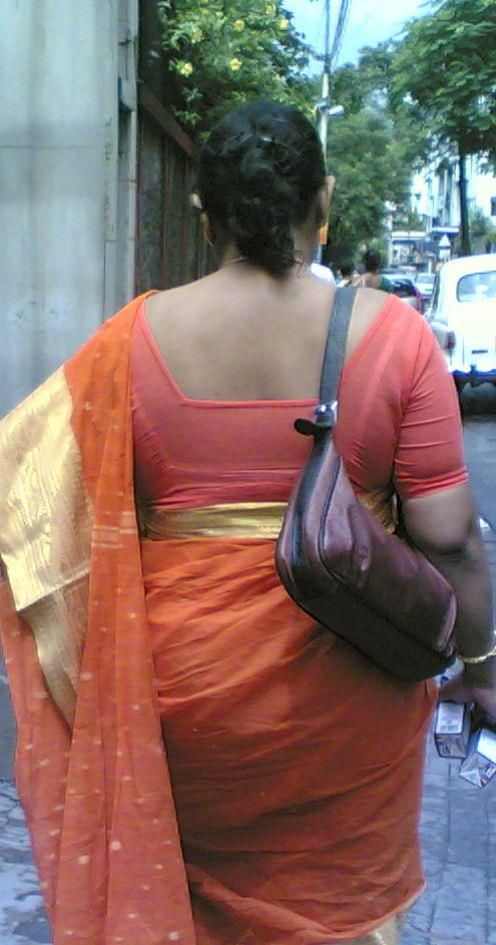 Saree Aunties Back View In Facebook Pages - Aunties Back -2250