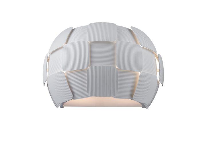 Lampa kinkiet SOLE to idealna propozycja dla osób ceniących sobie wysoką jakość i precyzję wykonania. Niebanalny wygląd zadowoli wszystkich, którzy szukają nie tylko lampy, ale także dodatku upiększającego np. salon czy sypialnię.