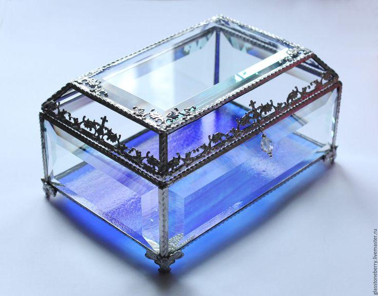 Stained glass jewelry box. Memory box. Wedding gift. Wedding decor. Небо. Стеклянная шкатулка в технике Тиффани - шкатулка для украшений, стеклянная шкатулка, голубой, синий