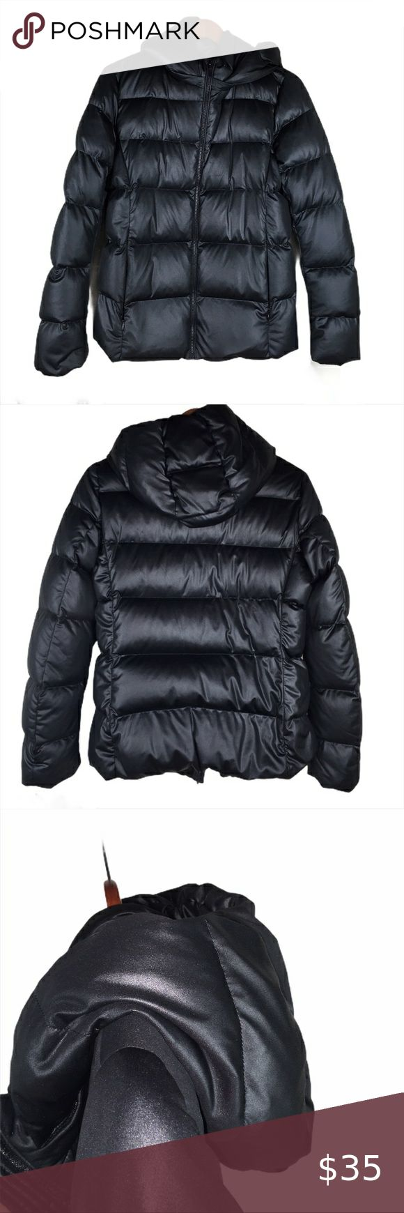 Uniqlo black hooded down and feather puffer jacket in 2020