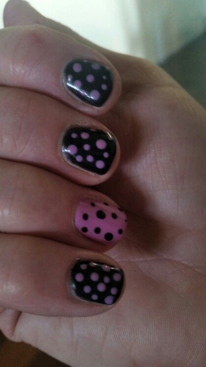 Harmony Gelish - Black Shadow 01348 and It's A Lilly 01410