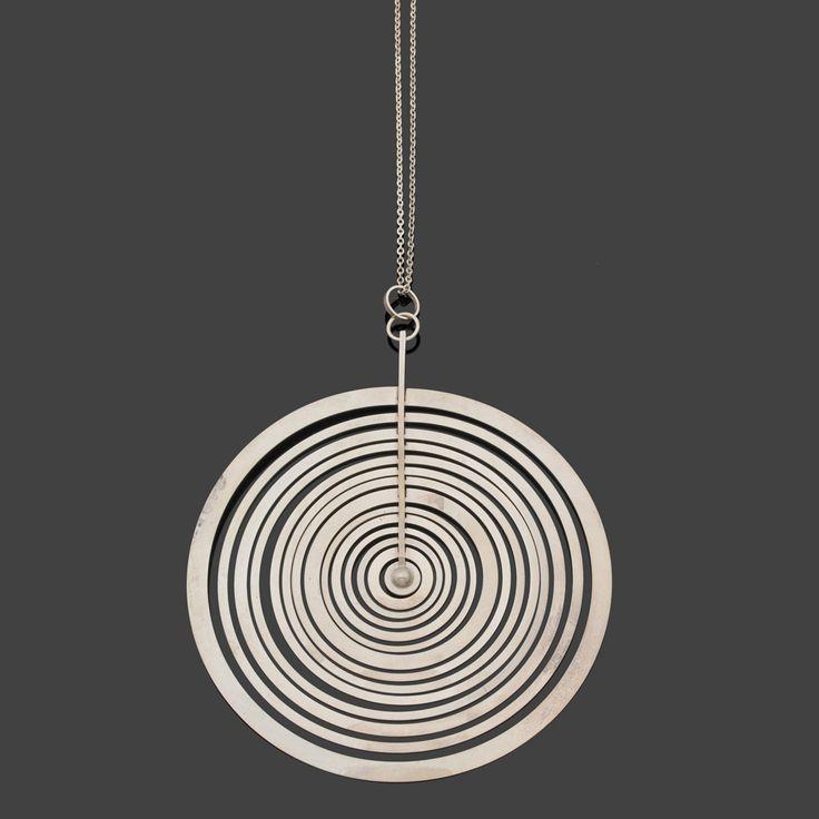Jewellery - Tapio Wirkkala (1915-1985) Silver Moon Pendent Argent Édition Kultakeskus Date de création : 1973 H 11 cm