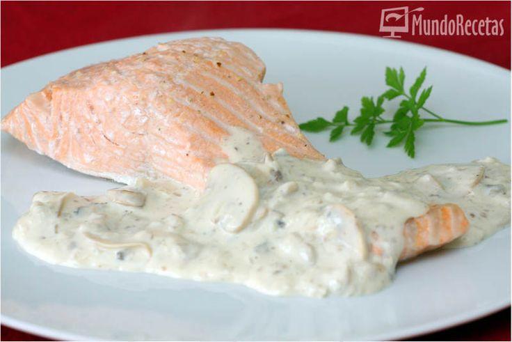 Un rica receta de salmón al vapor con salsa nata, quesitos y champiñones, muy sencilla de preparar. El salmón es uno de los pescados que más me gustan por lo sabroso que está cocinado de cualquier manera, en esta ocasión lo he hecho al vapor en el Varoma, acompañado de una deliciosa salsa de champiñones...Leer más »