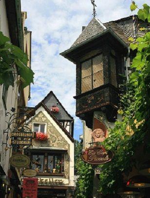 Drosselgasse street in Rüdesheim, Hesse, Germany
