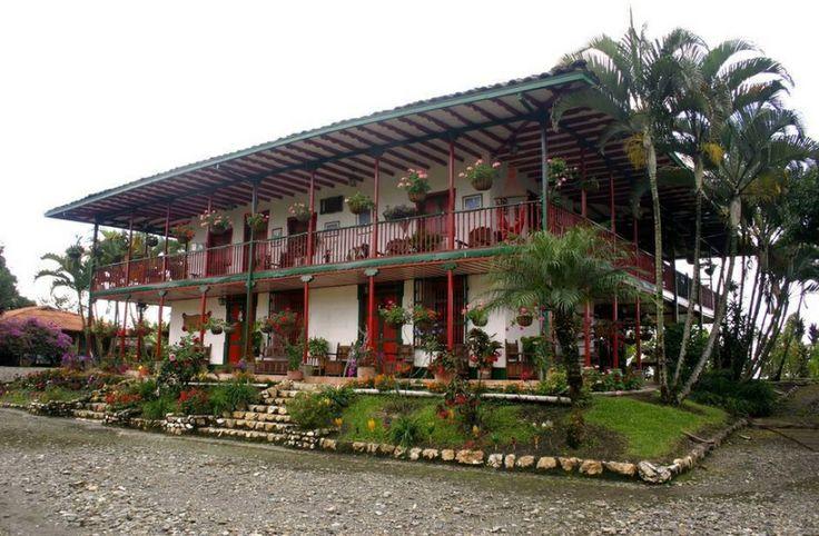 Finca cafetera ,Zona cálida .  Risaralda, COLOMBIA .