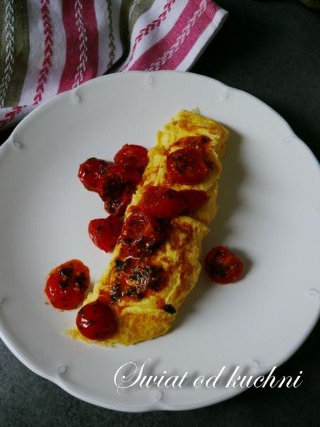 Omlet z pomidorkami gronowymi
