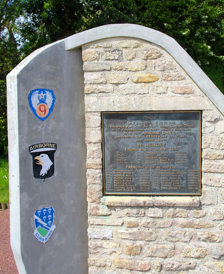 a memorial at Buizeville Normandy France  nabij deze  plaats stortte een vliegtuig neer waarbij alle mannen om het leven kwamen. Meehan was hun  leider.
