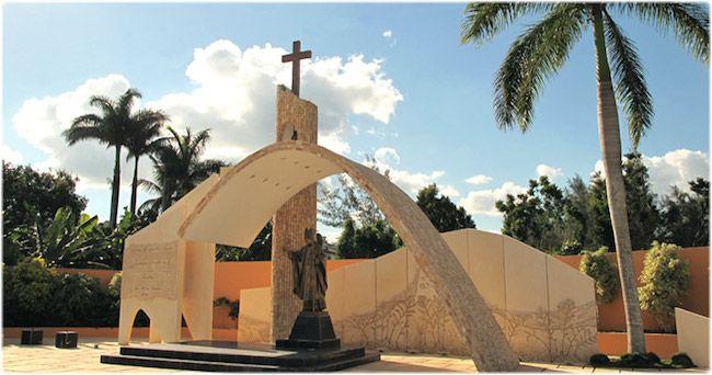 A #Cuba, dans la ville de Santa Clara  DIAPORAMA : TOUR DU MONDE DES 20 STATUES DE JEAN PAUL II  http://www.lumieresdelaville.net/2014/04/27/tour-du-monde-des-statues-de-jean-paul-ii/  #canonisationsRome2014 #canonisations #vatican #canonization